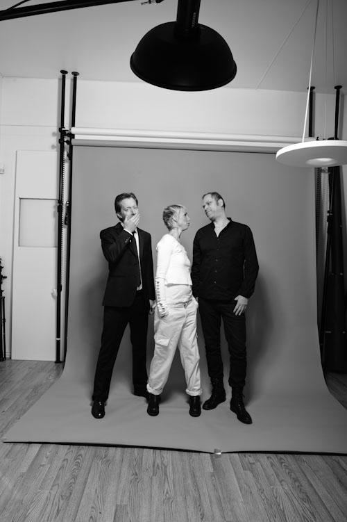 Behind the scenes - group shot lit with beauty dish on grey background
