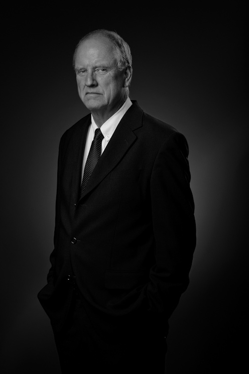 Portraiture, half-length portrait of gentleman shot in my photo studio, black and white. Photographer Stefan Tell