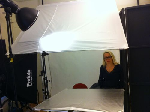 Behind the scenes, one light artist headshot. Photographer Stefan Tell