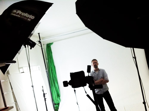 2xProfoto-Umbrella-XL-silver-Portrait-behind-the-scenes