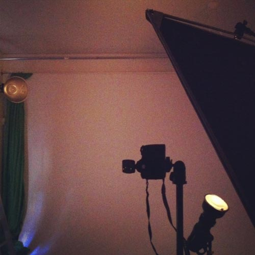 Behind-The-Scenes-Portrait-Only-indirect-light-studio