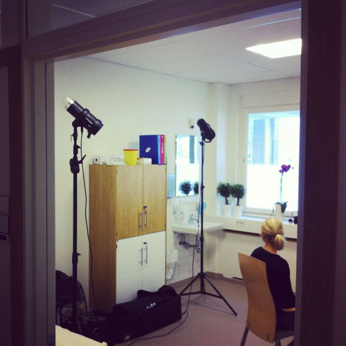 behind-the-scenes-two-profoto-d1-bare-bulb-and-white-walls