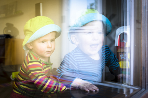 fuji-x100s-quick-review_twins-behind-window-with-reflections