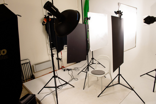behind-the-scenes-photo-studio-beauty-portrait-model-makeup-4-lights-setup