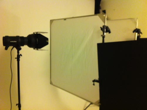 behind-the-scenes-profoto-d1-and-chimera-panel-frame-with-diffusion-fabric