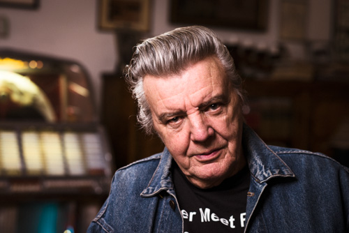 two-lights-setup-old-rockabilly-guy-in-a-room