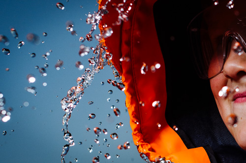 profoto-d2_closeup-speed-hss-water-drops-outdoor-portrait