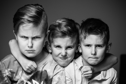 group-photo-kids-black-and-white-Profoto-A1-two-light-setup-Deep-Umbrella-silver-ring-light-flash