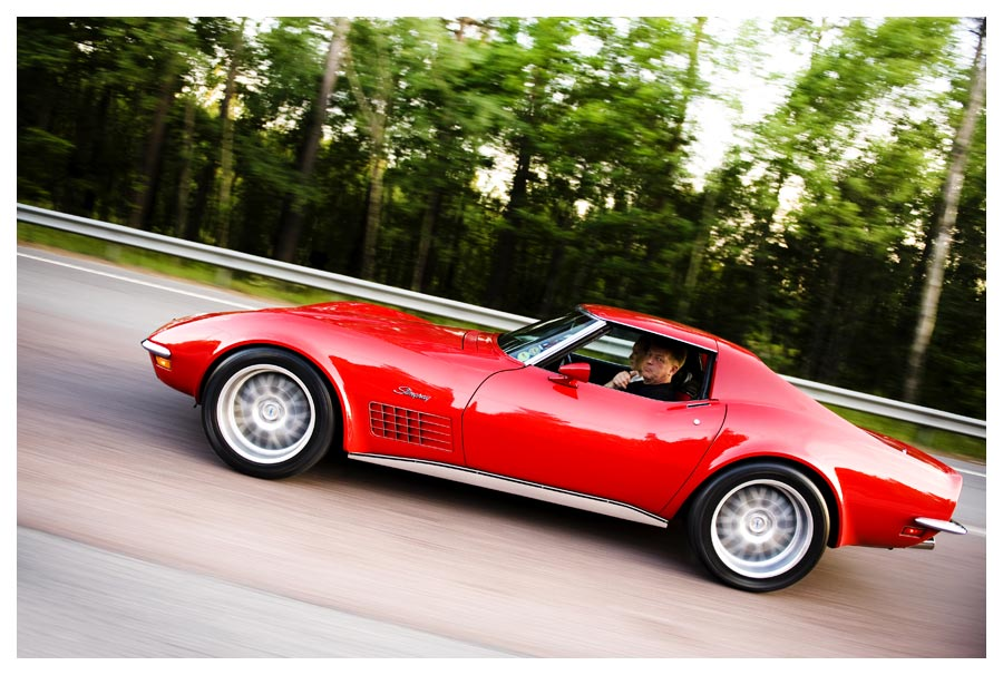 Red Corvette Stingray Side View. Fotograf Stefan Tell