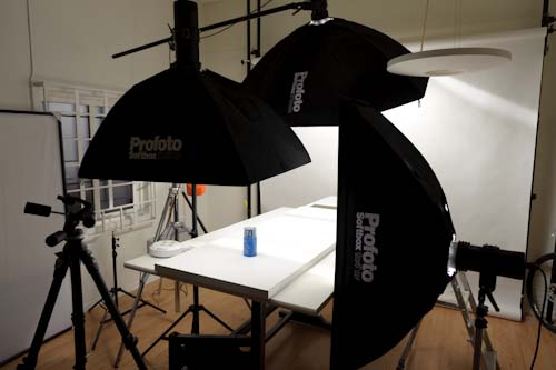 Behind the scenes - product photography of pills and bottles on grey background