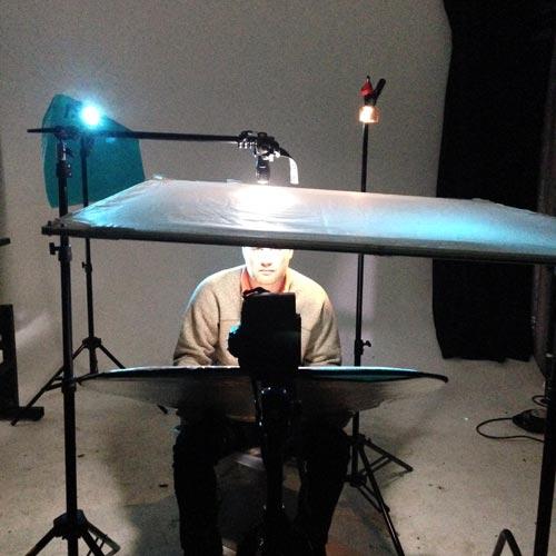 behind-the-scenes-studio-portrait-using-flashlights-as-lighting