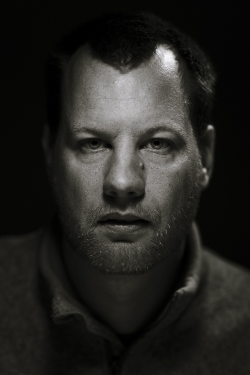 black-and-white-portrait-using-two-flashlight-as-lighting