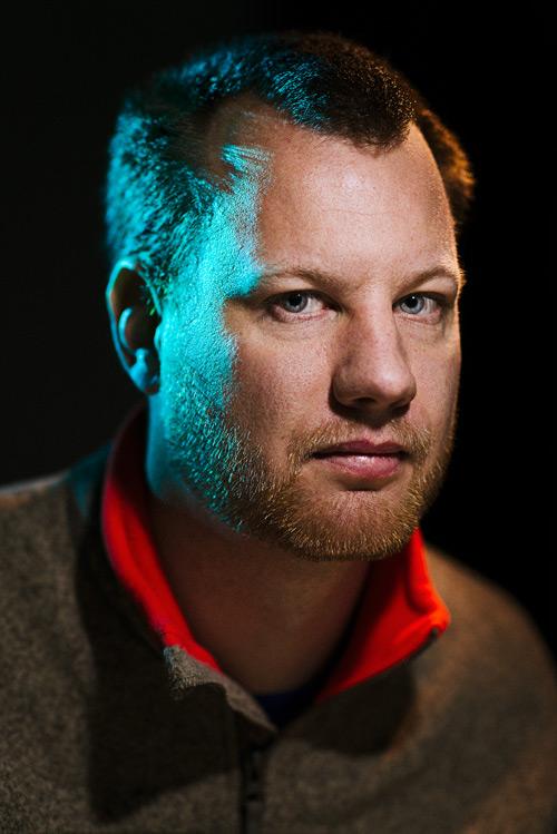 headshot-portrait-lighting-with-led-flashlights-in-photo-studio